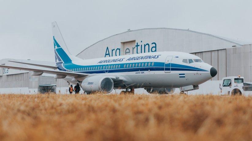 Aerolíneas Argentinas presentó un avión con diseño retro