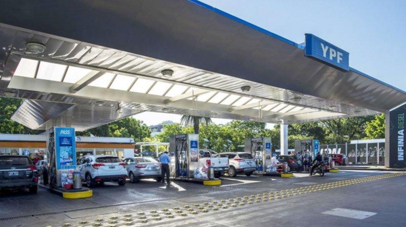 Aumento de nafta. Estación de servicio YPF.