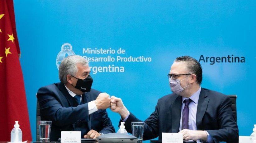 """Morales, Kulfas y su saludo """"pandémico"""""""